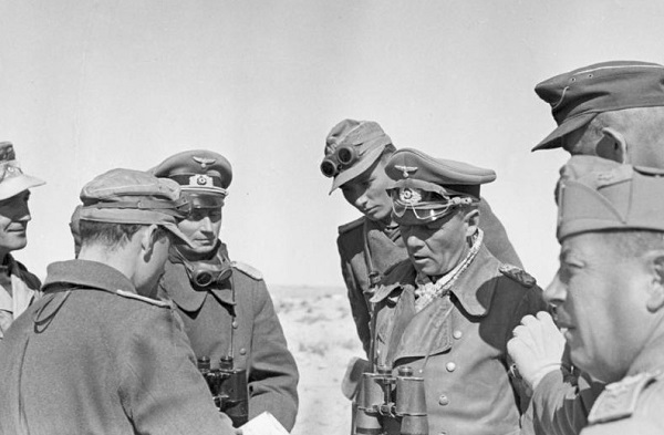 Генерал Роммель планирует новое наступление в 1942 году.